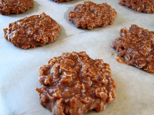 YUMMY NO-BAKE COOKIES -