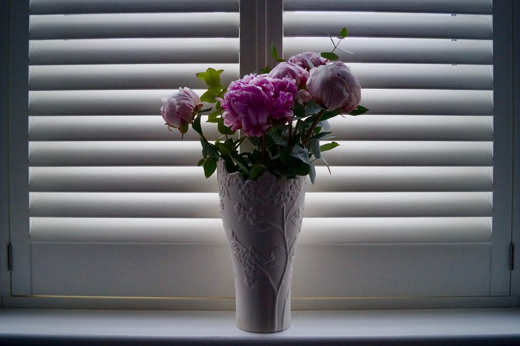 hotel bedroom flowers